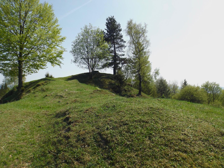Weitläufige Anlage mit Gipfelkreuz
