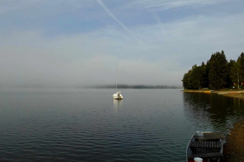 Das Boot am Morgennebel