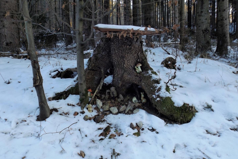 Wichtelbehausung auf dem Weg zum Eggenberghof