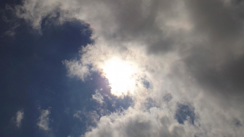Das Wechselspiel zwischen Sonne und Wolken hält an