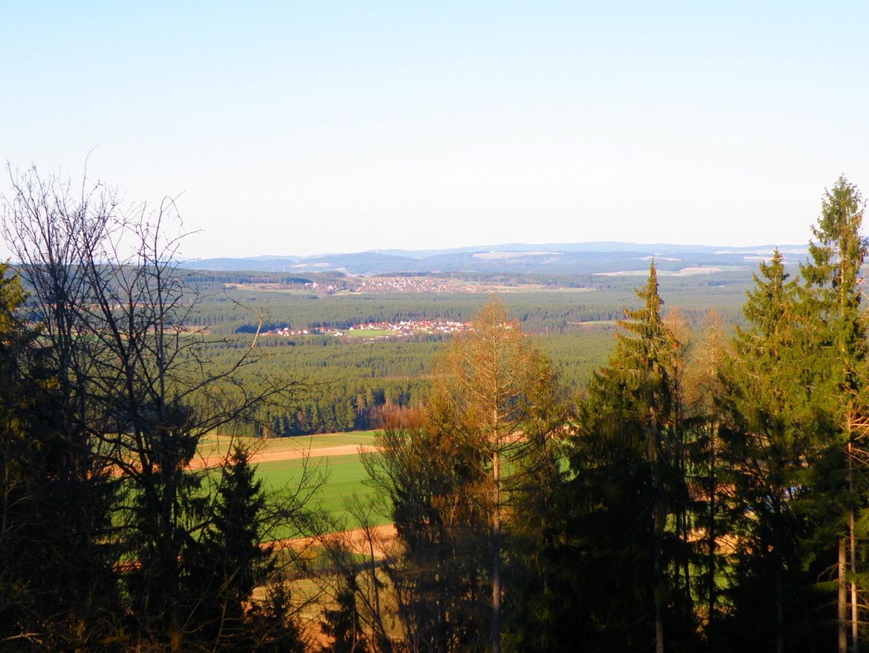 Ausblick Richtung Nordosten, die Dörfer gehören bereits zum Landkreis Neustadt a.d. Waldnaab