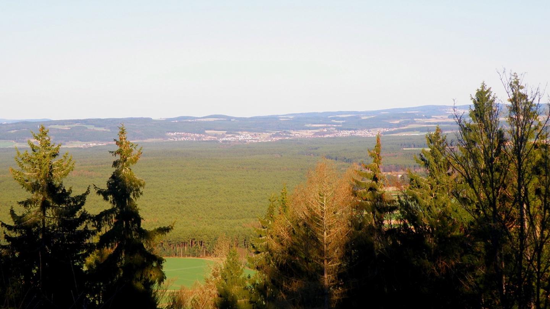 Direkt im Osten liegt Wernberg-Köblitz