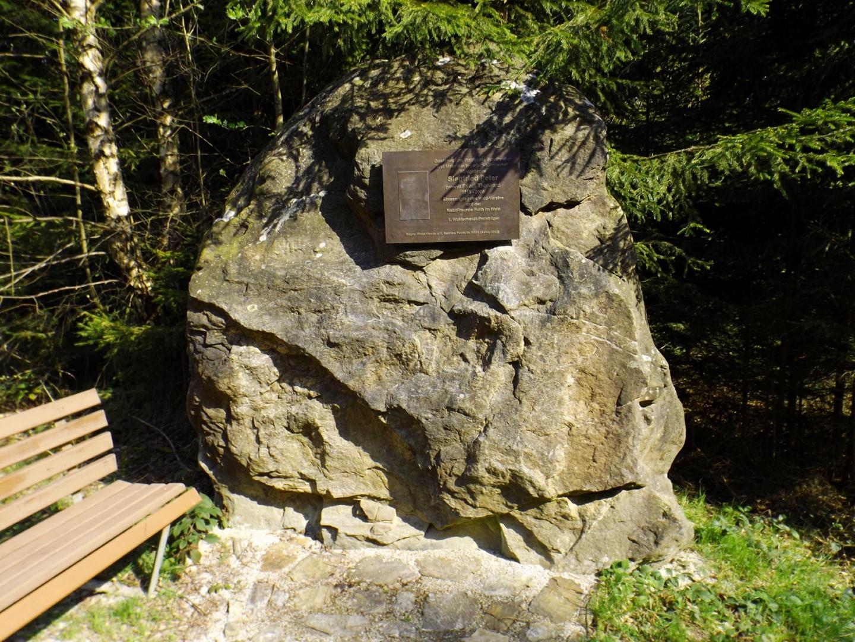 Gedenkstein für einen ganz Großen des Bayerwaldes