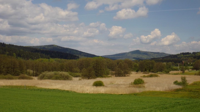 Schlossberg (Nad Zámečkem) und Hirschstein (Starý Herštejn), beide bereits auf böhmischem Grund