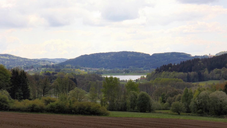 Rückblick zum Perlsee mit dem Engelberg