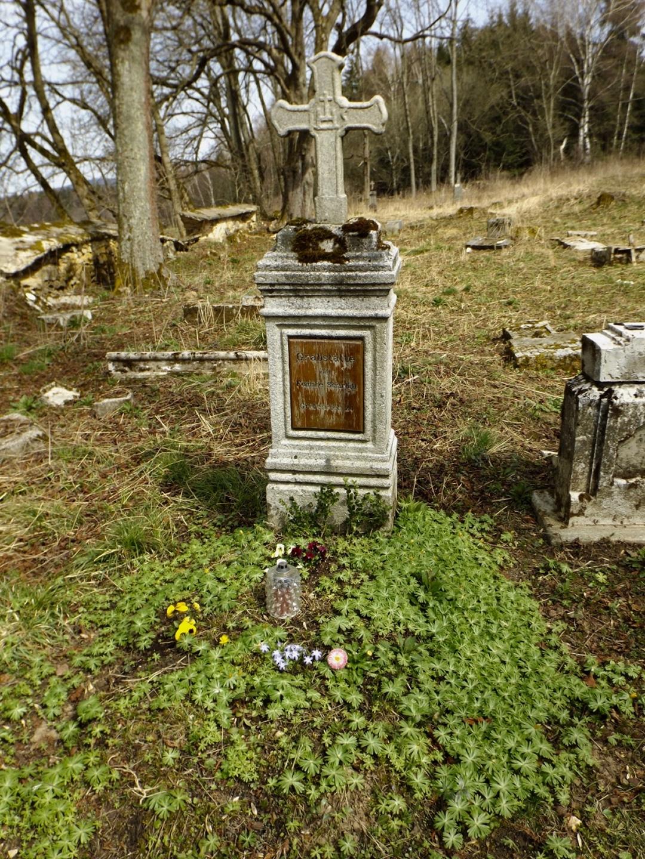 Dieses Grab wird noch regelmäßig gepflegt