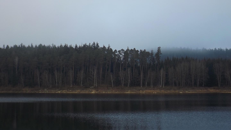 Nur der Wald spiegelt sich nicht mehr
