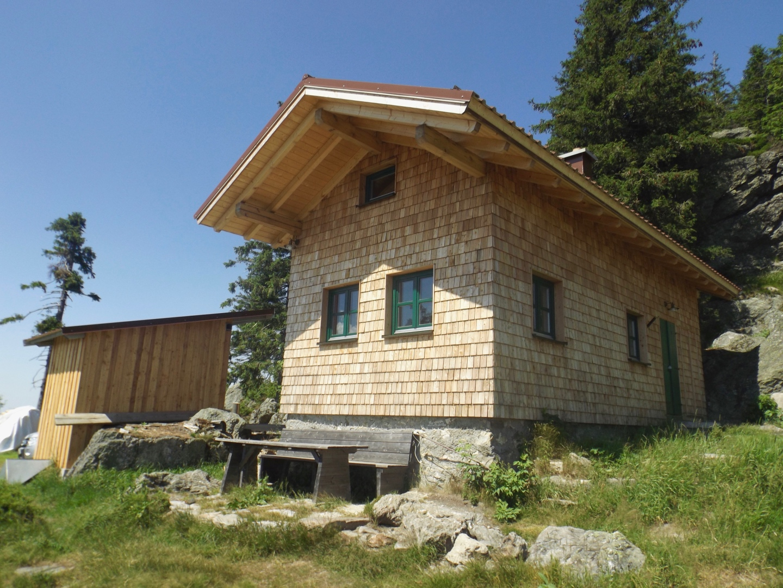 Runderneuerte Bergwachthütte