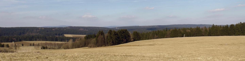 Im Hintergrund erkennt man Dyleň und Slavkovský les