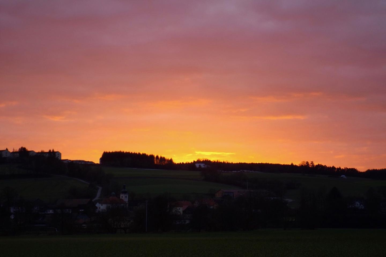 Der Himmel brennt über Pettendorf