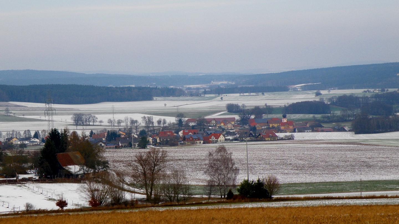 Gögglbach, im Vordergrund der Hof mit den Schafen