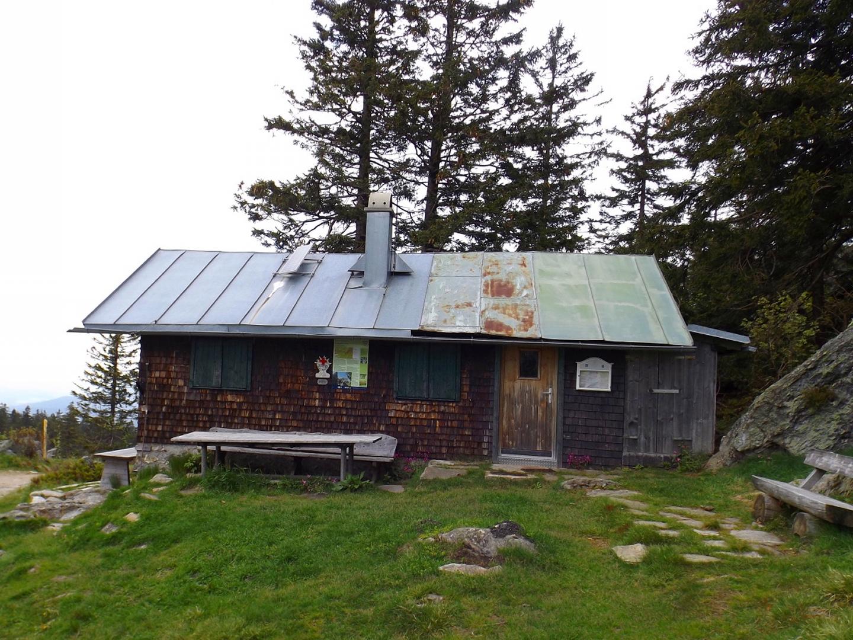 Das Bergwachthütterl hat auch schon bessere Tage gesehen