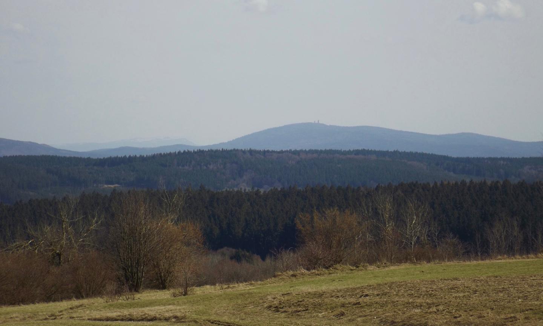Gute Sicht zum Arber, vorne rechts der Čerchov