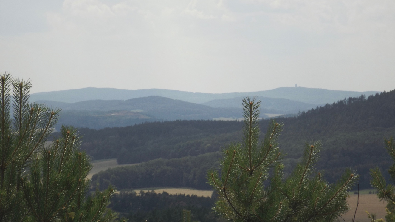 Bei genauem Hinsehen erkennt man Böhmerwaldturm und Velký Zvon