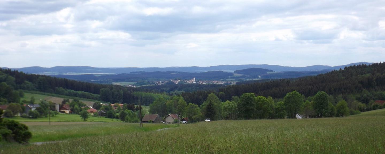 Treffelstein vor dem Kamm zwischen Rötz und Stamsried