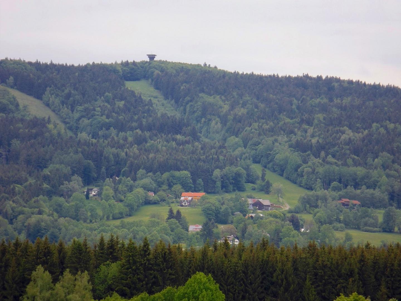 Der Böhmerwaldturm thront über Waldhäuser