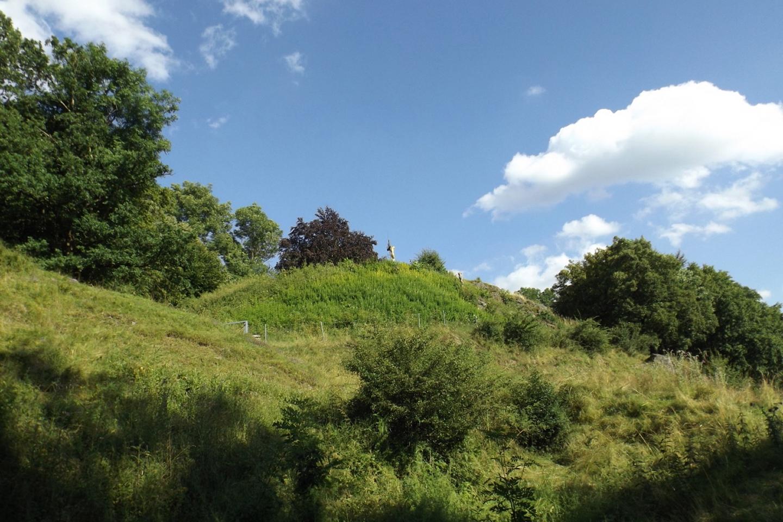Die Überreste des Bergfriedes von Norden
